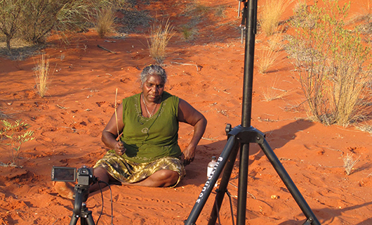 Elizabeth Marrkilyi Ellis demonstrates the sand storytelling tradition tjinytjatjunku tjuma.